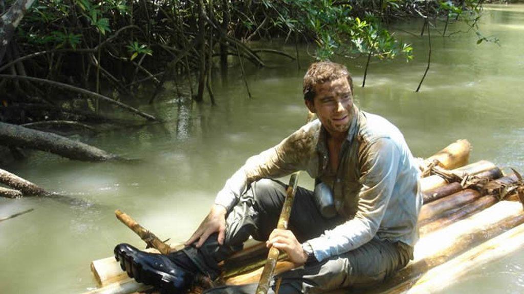 El último superviviente en una barcaza hecha por él mismo.