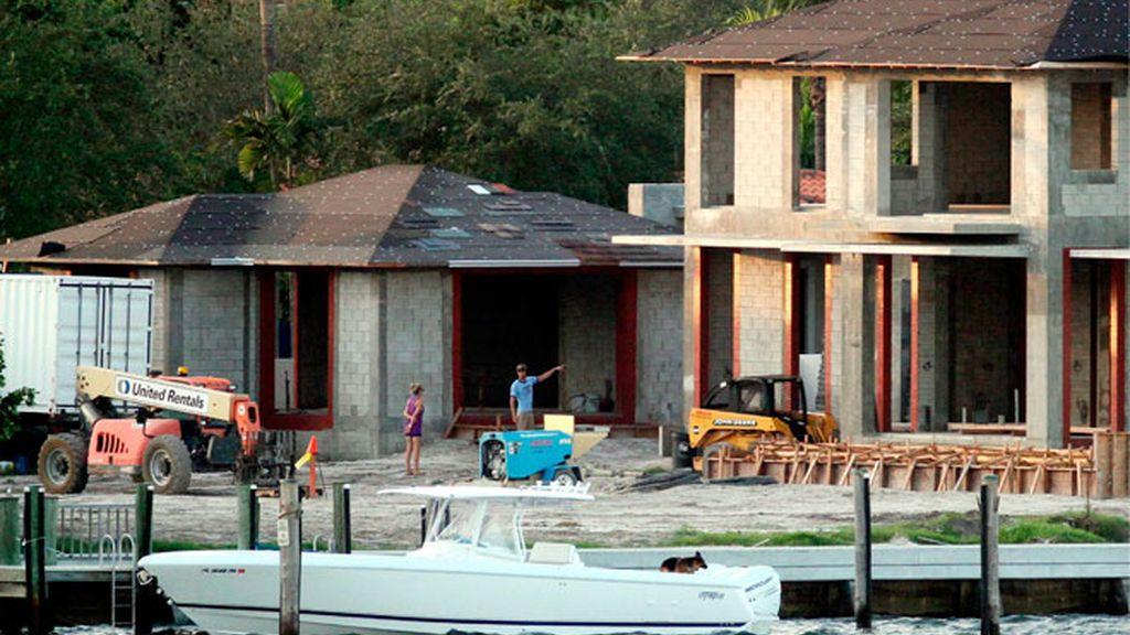 Enrique Iglesias y Anna Kournikova ejercen de capataces de su nuevo hogar de Miami