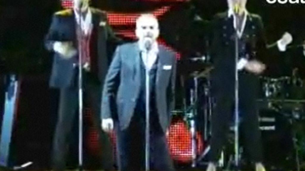 Miguel Bosé es puro espectáculo en el escenario