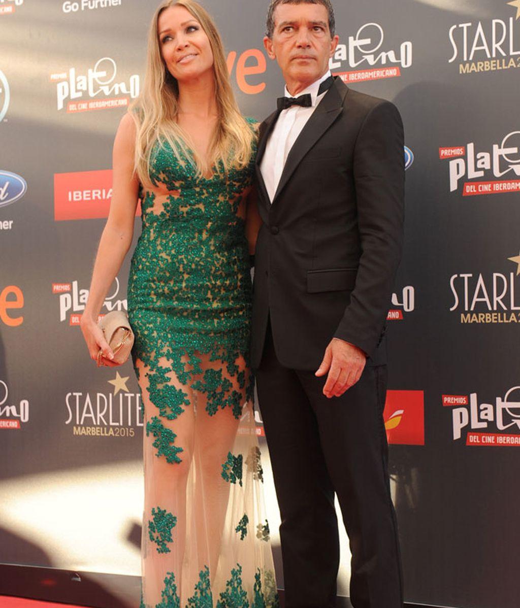 Antonio Banderas, Premio Platino de Honor, junto a su chica, Nicole Kimpel