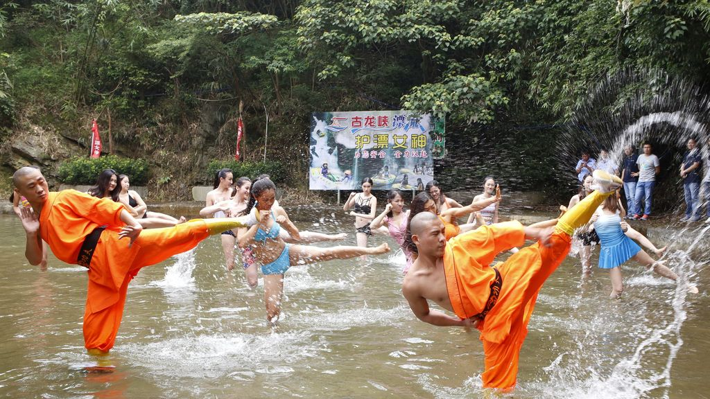 Los monjes Shaolin dan clases de Kong Fu