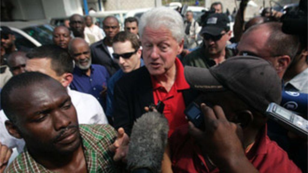 El ex presidente de Estados Unidos Bill Clinton ser recupera tras ser operado de urgencia