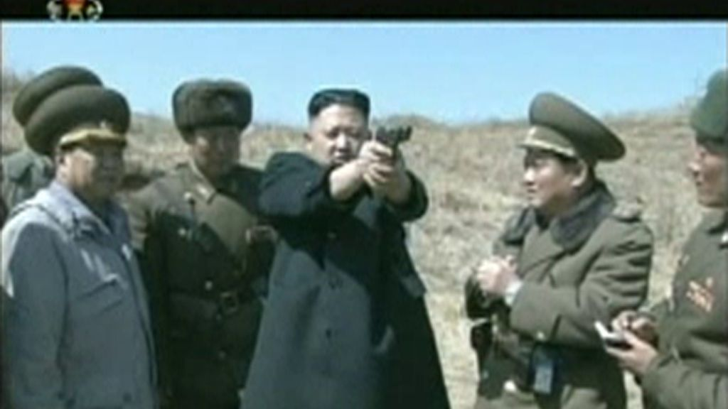 Corea del Norte ordena incrementar la producción de armas de artillería