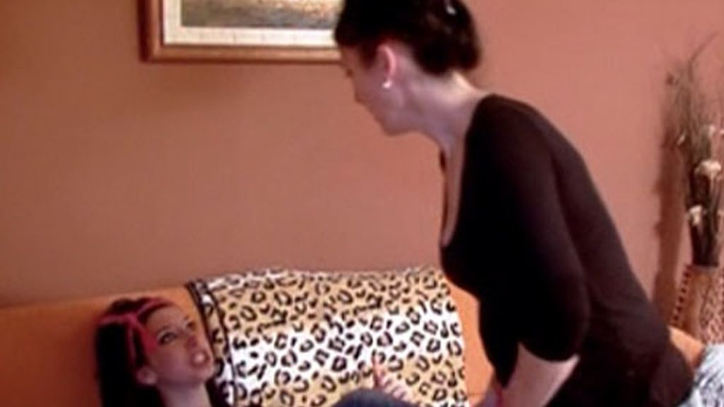 Sonia trata a patadas a su madre