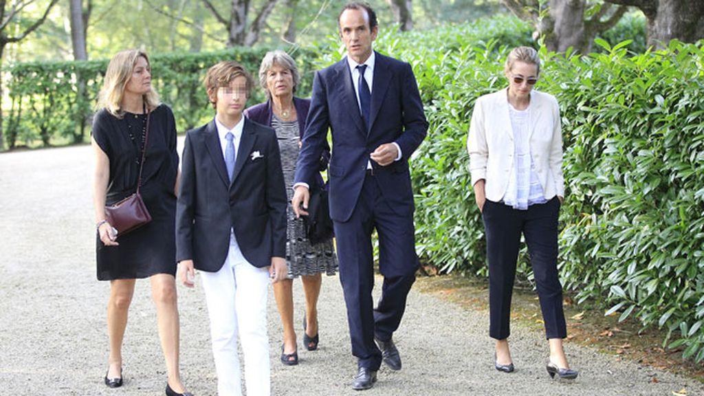 Emilio Botín, en el entierro de su padre, junto a su familia