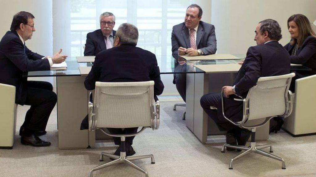 Rajoy se reúnes con sindicatos y patronal
