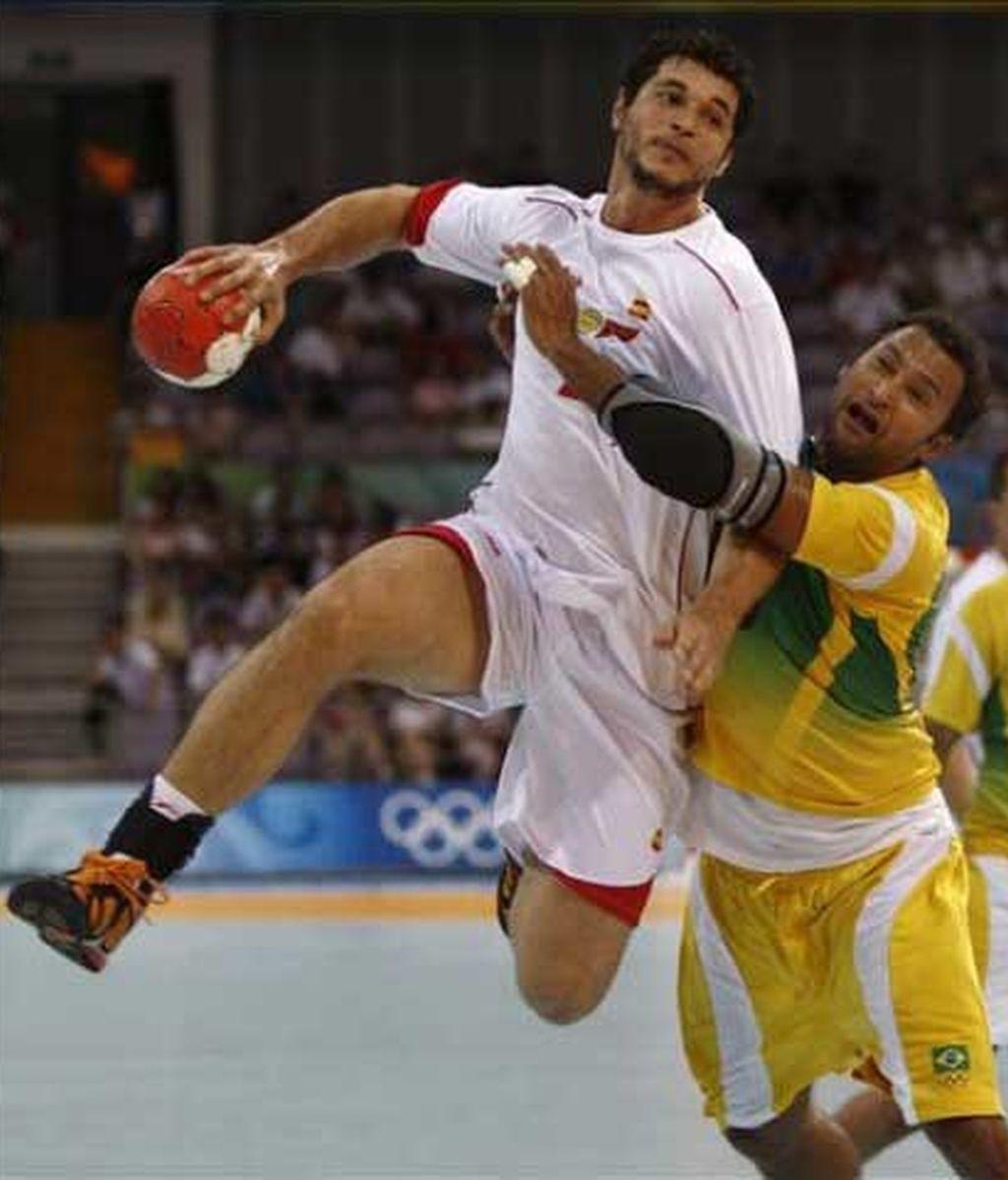 España se cuela en cuartos de final del balonmano olímpico tras vencer a Brasil