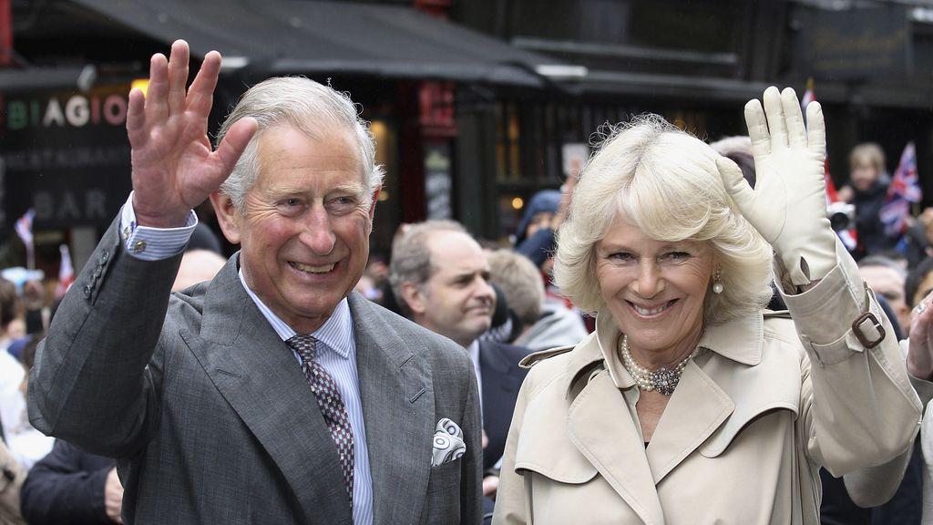 El príncipe Carlos, y Camilla, duquesa de Cornualles, en Piccadilly, Londres