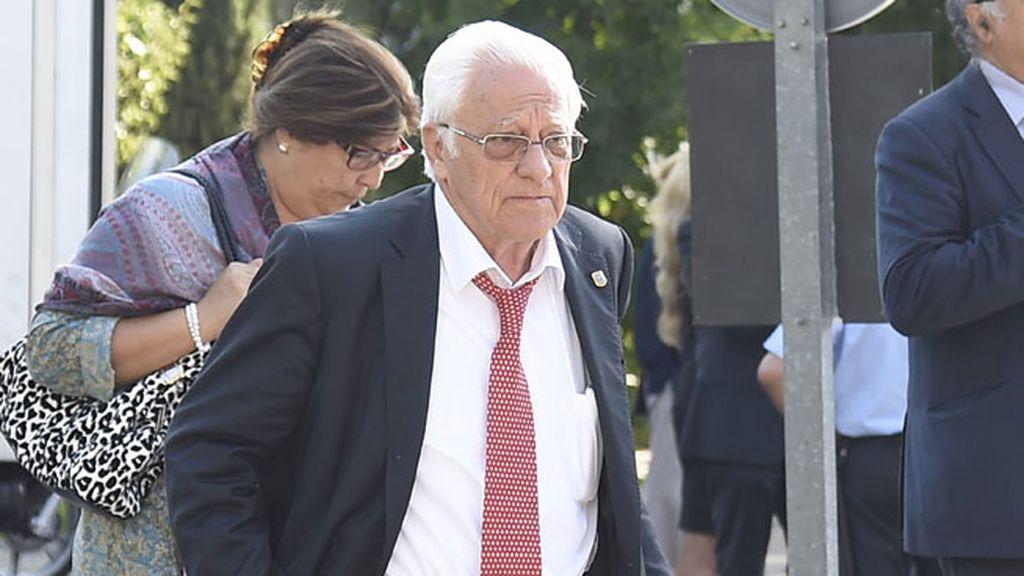 El padre Ángel también dar el último adiós a Boyer