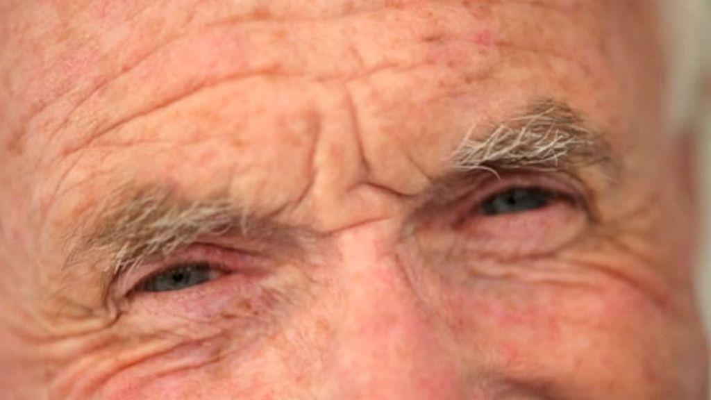 Mirada expresiva de un anciano
