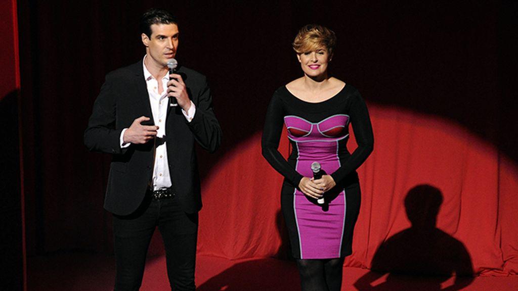 """Oriol Sàbat y Tania Llasera, vestida de Versace, fueron los encargados de presentar a los chicos de """"Dreamland"""""""