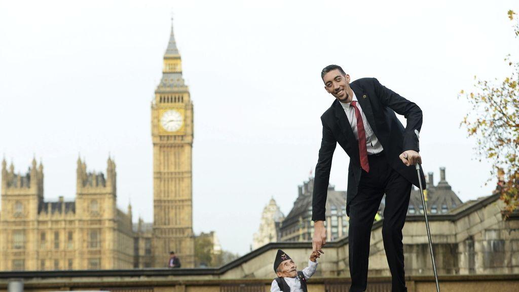El hombre más alto con el hombre más bajo en Londres