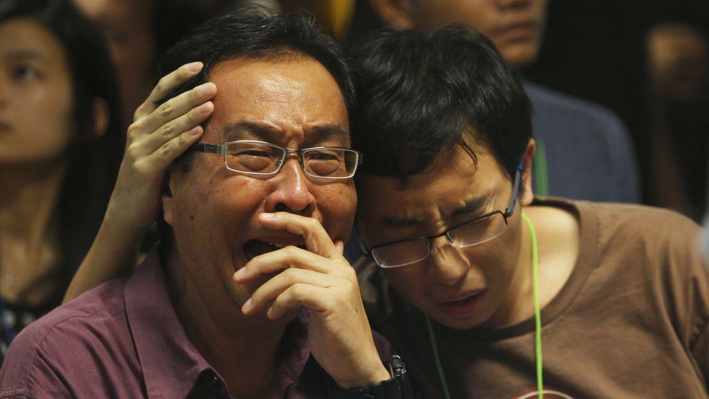 Los familiares reciben reciben la trágica noticia