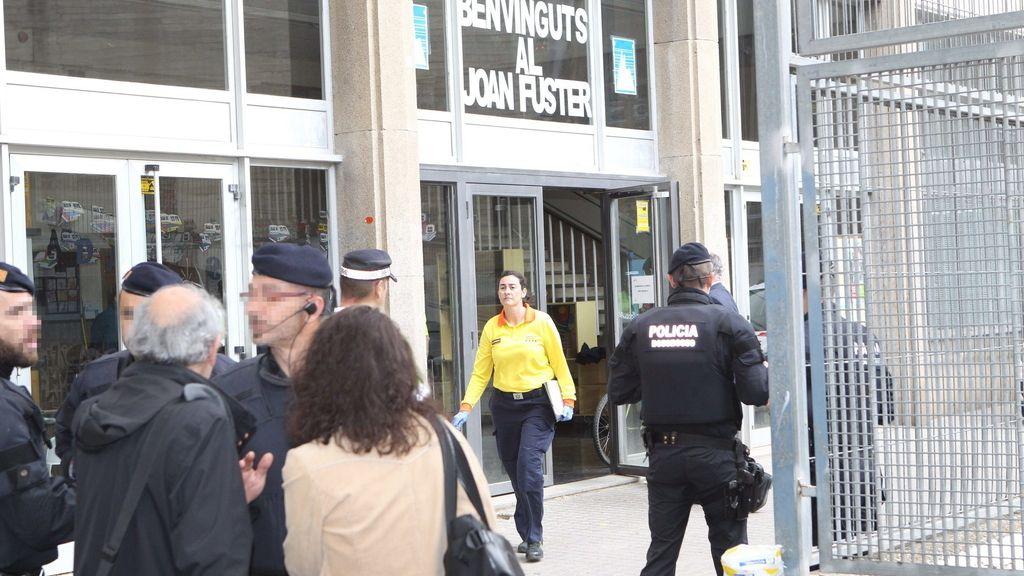 El instituto Joan Fuster de Barcelona, donde ha ocurrido el crimen de la ballesta