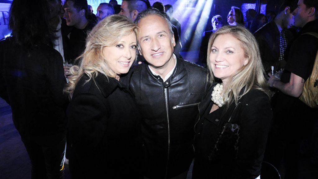 La cantante del grupo Baccara, María Mendiola, junto a Alfonso Llopart y Marisa