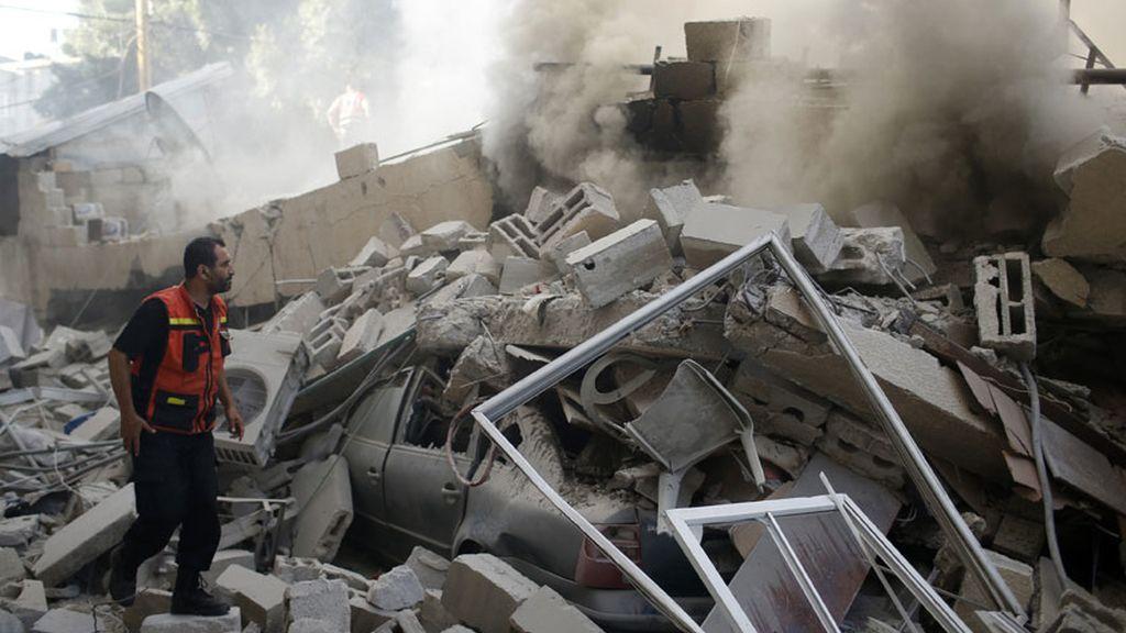 Las ruinas humeantes en Gaza tras los bombardeos israelíes