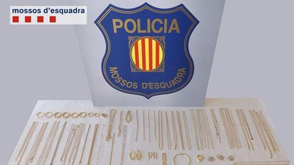 Desarticulada en Barcelona una banda dedicada a la venta de joyas falsas