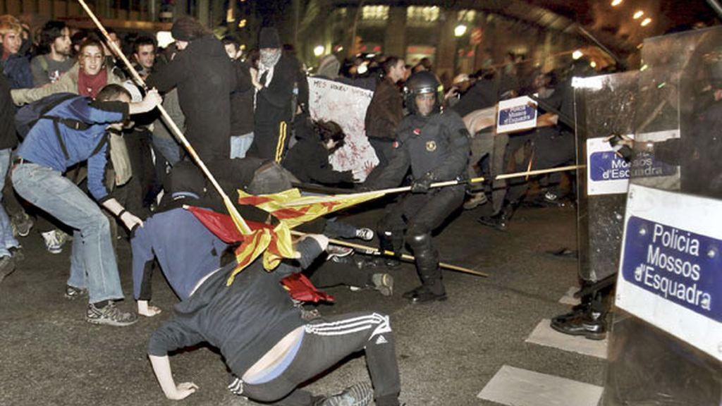 Enfrentamientos entre polícías y estudiantes