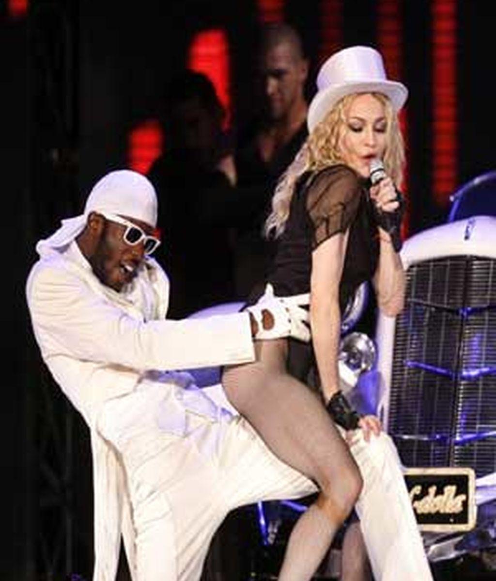 """La cantante estadounidense Madonna  durante su concierto en el estadio de Maracaná, en Río de Janeiro (Brasil), en el marco de su gira """"Sticky and Sweet Tour"""". Foto:EFE"""