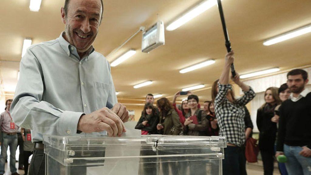 Rubalcaba deposita su voto en Madrid