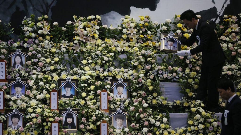 Aumentan a 242 los fallecidos confirmados por el hundimiento del ferry 'Sewol'