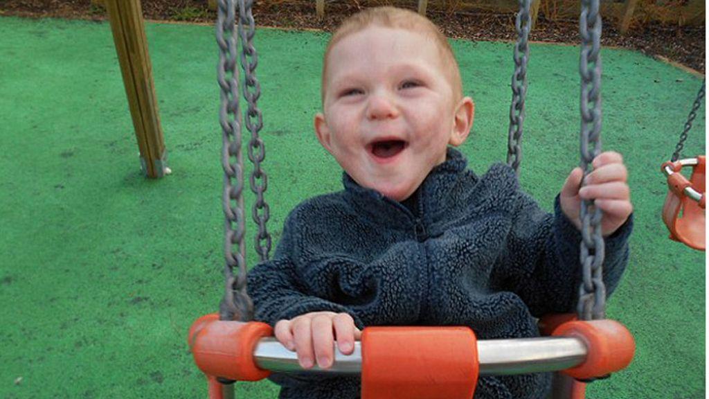 Charlie, el niño de tres años que sufre una enfermedad que no tiene nombre