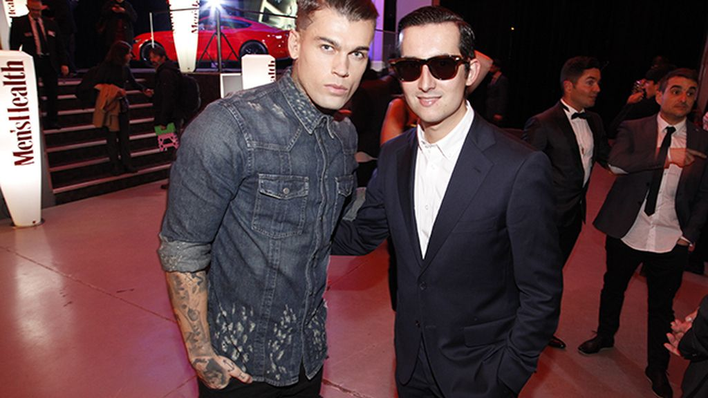 Con el modelo Stephen James