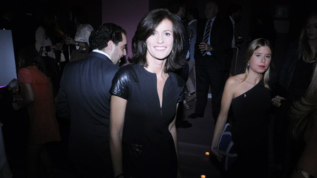 Nuria March, muy elegante con su vestido de Javier Simorra