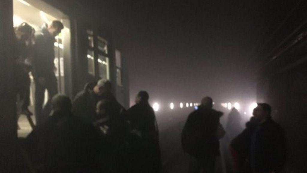 El interior de los túneles del metro de Bruselas tras la explosión