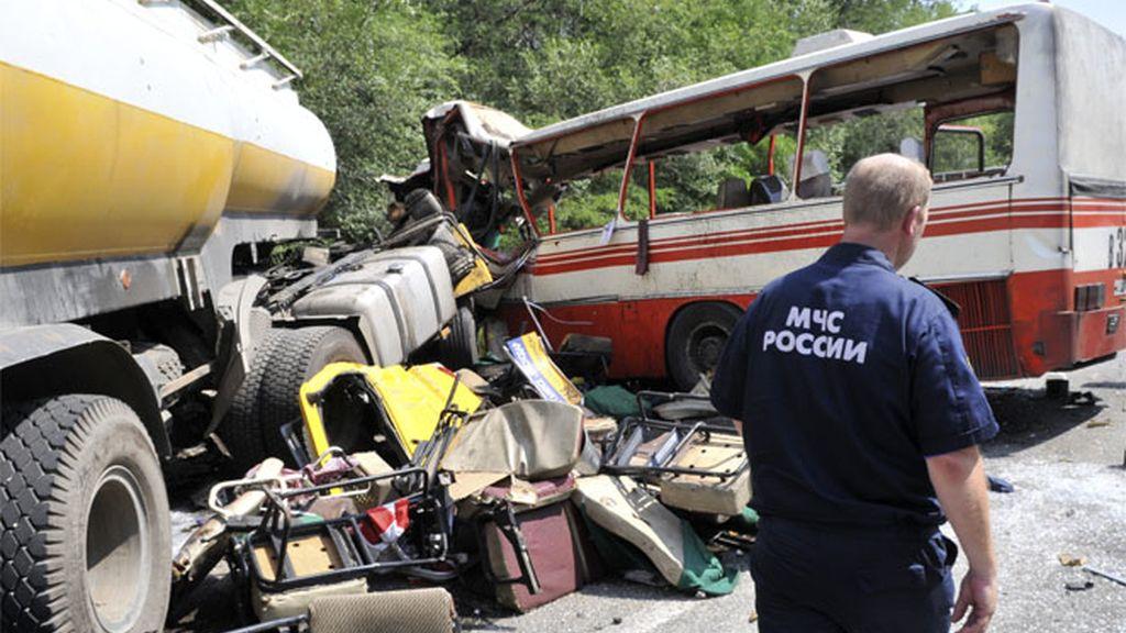 Colisión entre un autobús y un camión cisterna en Rusia