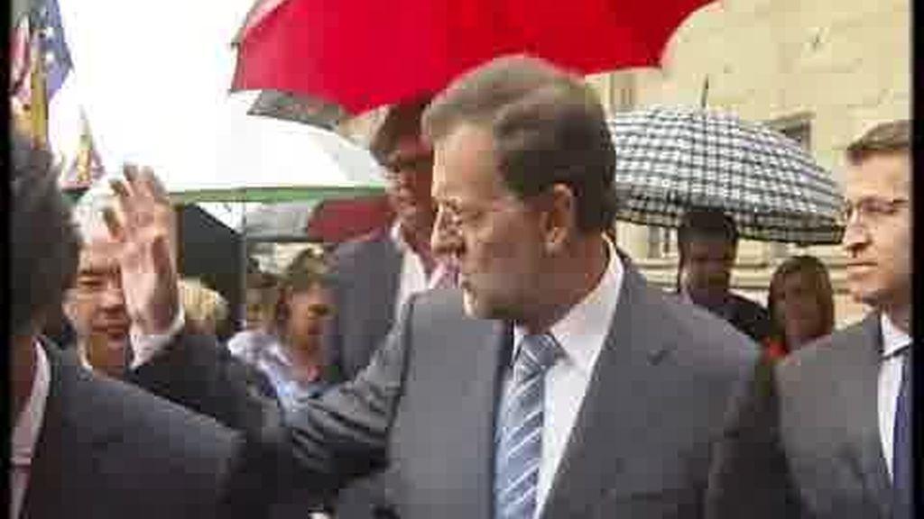 Saludo breve y frío entre Rajoy y Camps