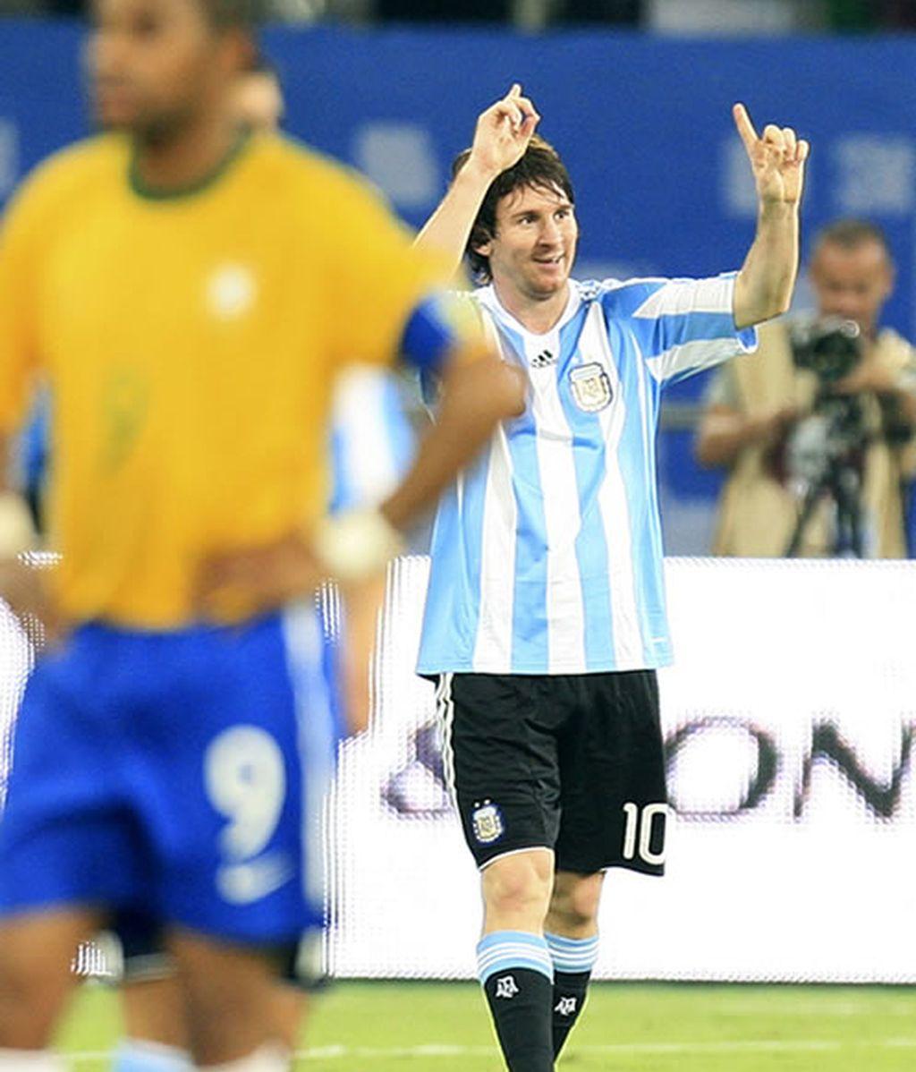 Messi celebrando su gol ante Brasil