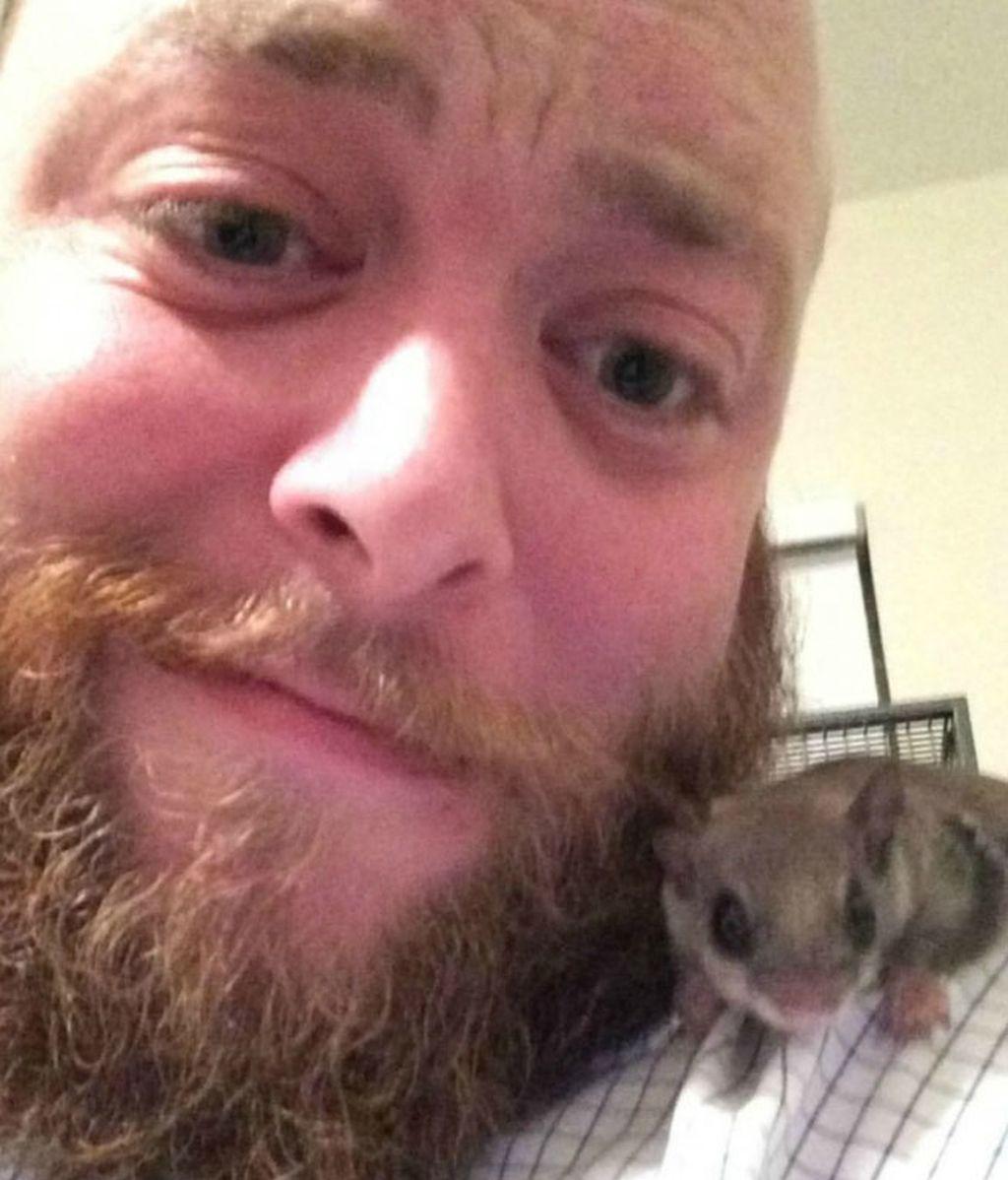 Encontró una ardilla bebé y logró que sobreviviera