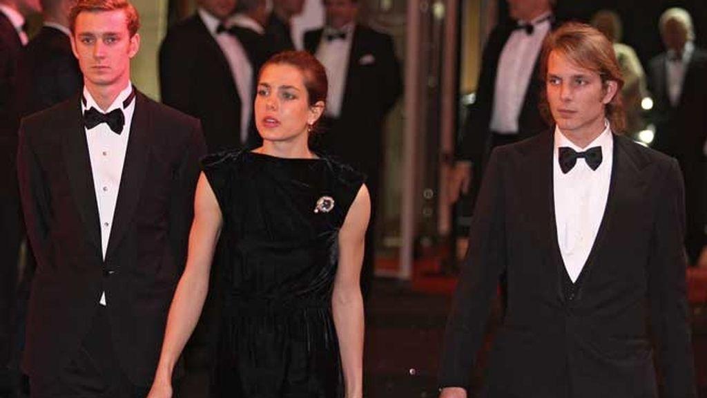 Andrea, Carlota y Pierre Casiraghi se hacen con el mando