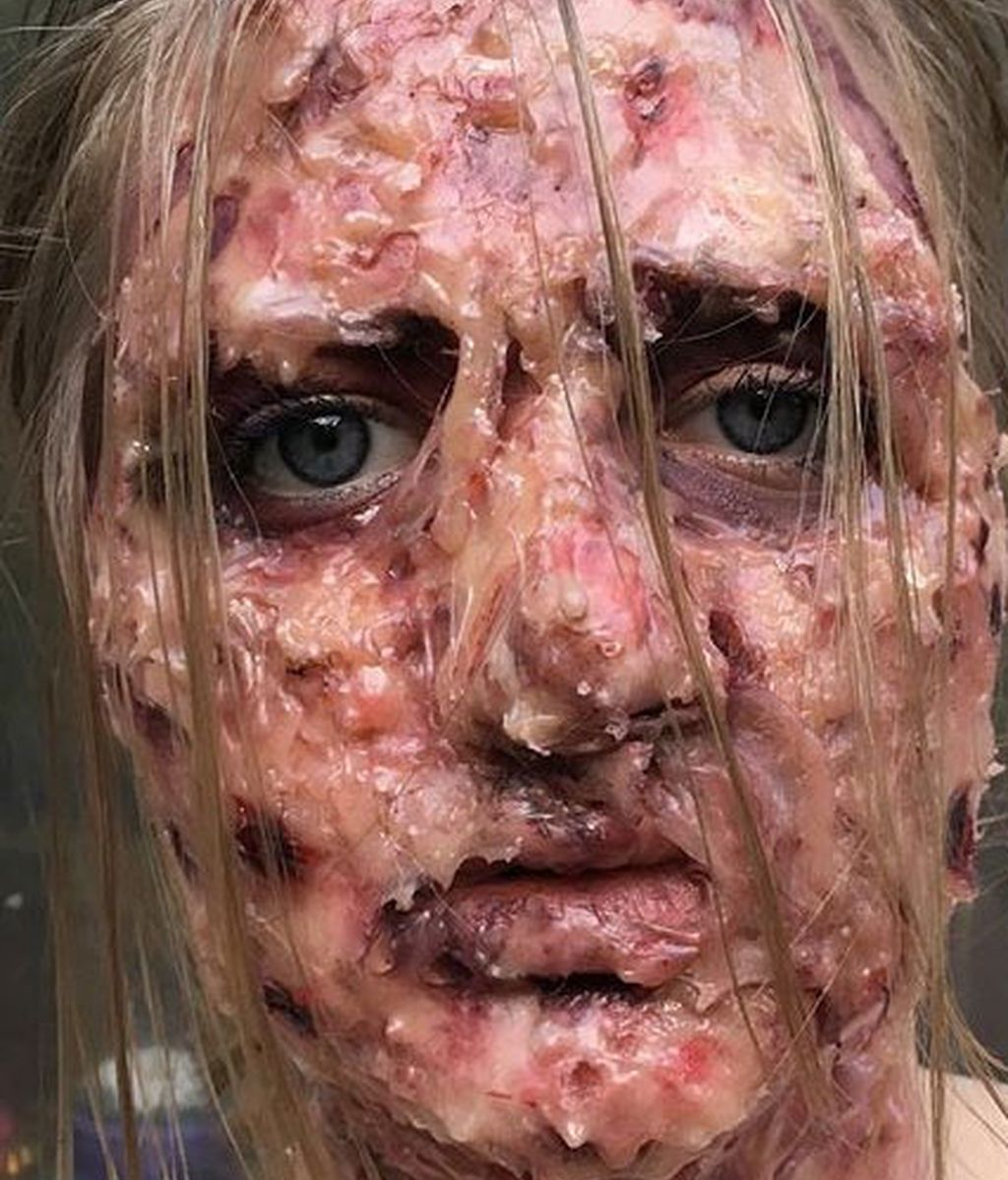 Tiffany Baze  consigue de forma autodidacta looks escalofriantes