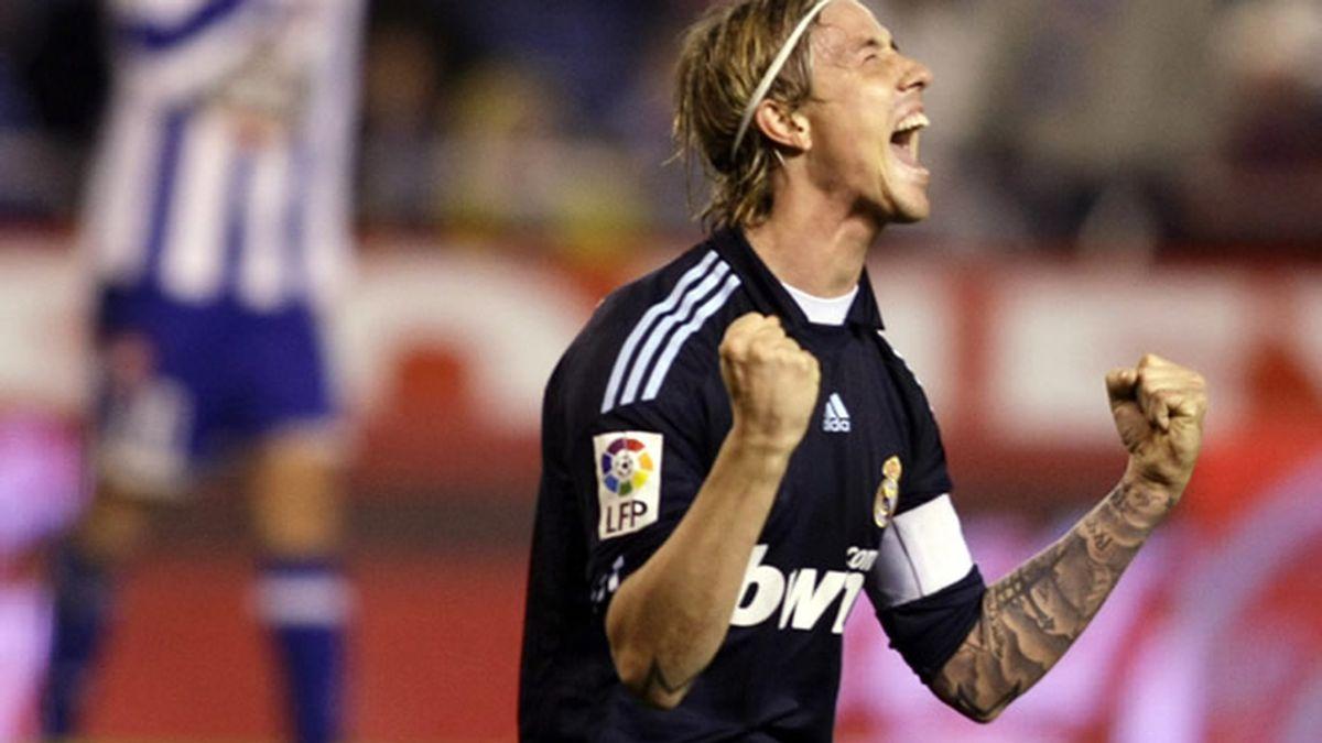 Guti, celebrando un gol