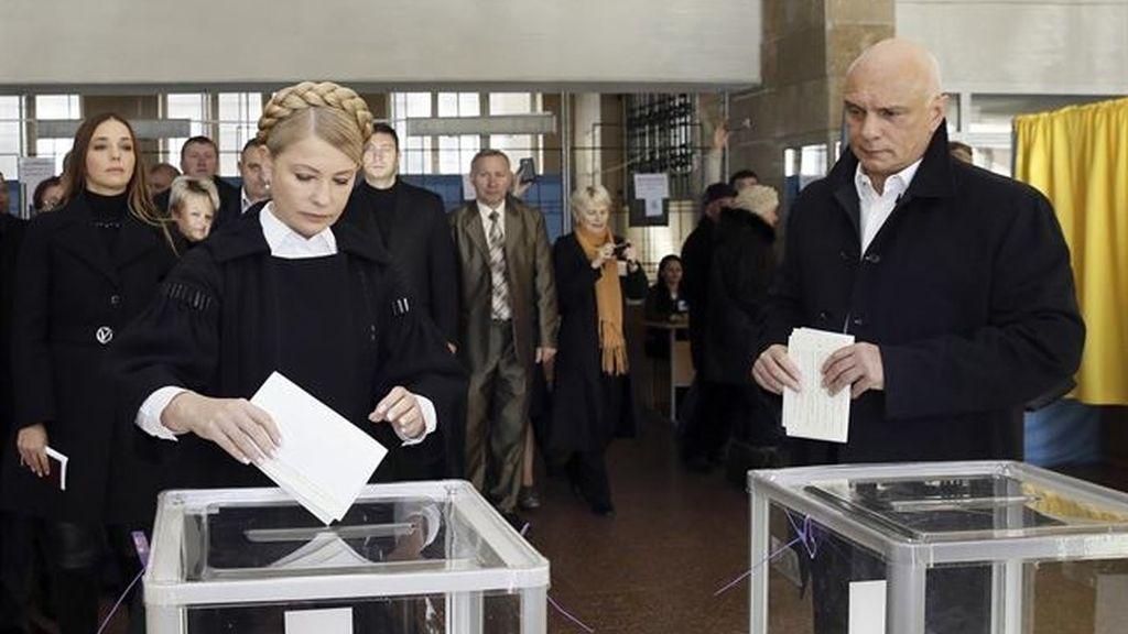 Timoshenko deposita su voto en las elecciones parlamentarias ucranianas