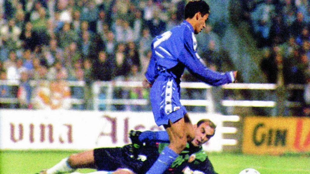 Raúl debutó el 29 de octubre de 1994 con 17 años con el Madrid ante el Zaragoza