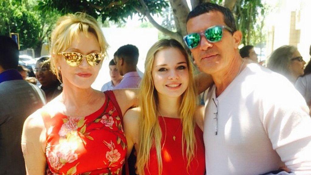 Melanie Griffith y Antonio Banderas, juntos en la graduación de su hija