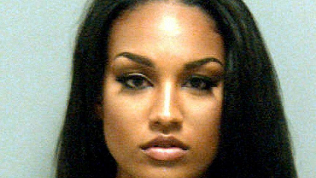 La nueva 'convicta sexy' convierte en viral su ficha de la policía