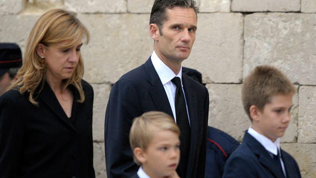 La familia llega al funeral