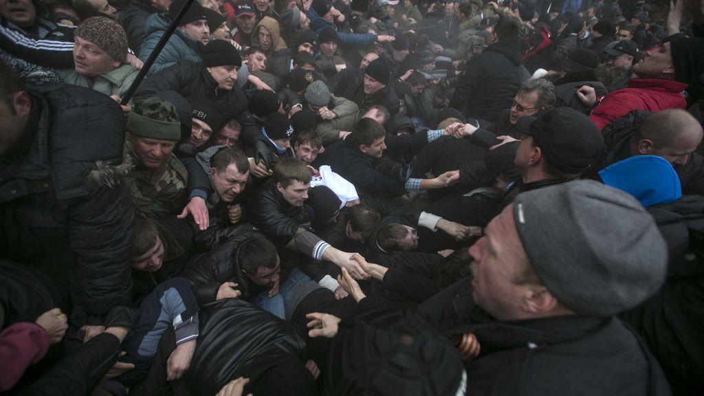 Hombres armados toman la sede del Parlamento y el Gobierno en Crimea