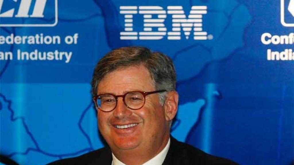 IBM planea despidos