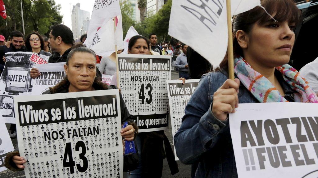 Una marcha recuerda a los 43 estudiantes mexicanos desaparecidos hace seis meses