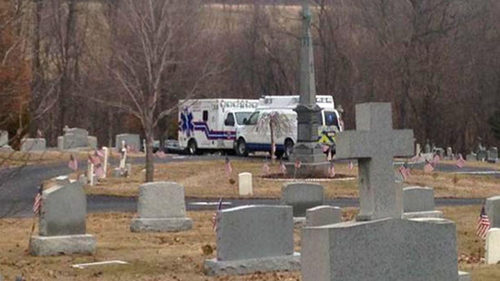 Stephen Woytack,accidente cementerio,cementerio Pensilvania,muere un hombre,lápida