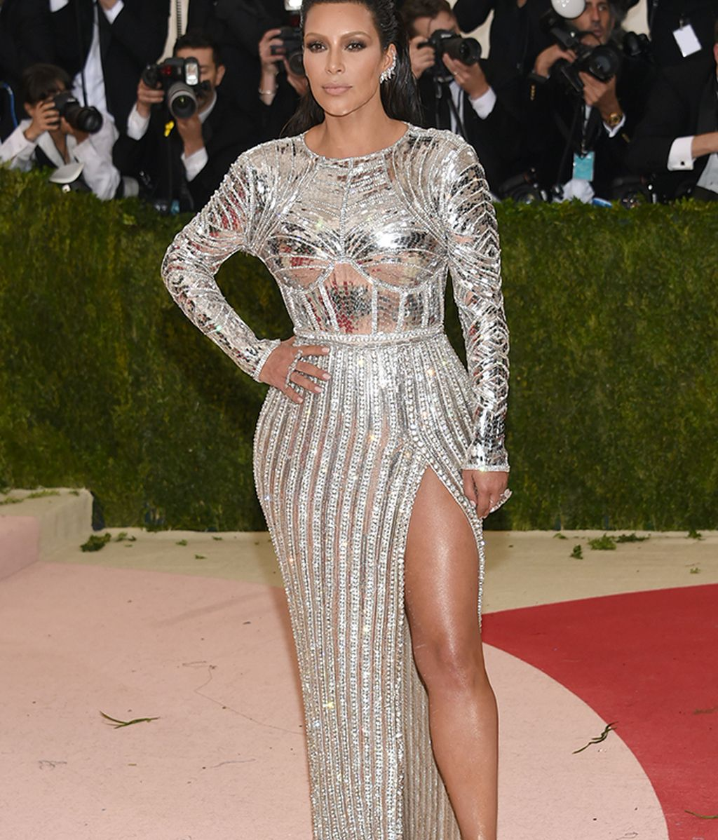 Kim Kardashian con vestido de Balmain