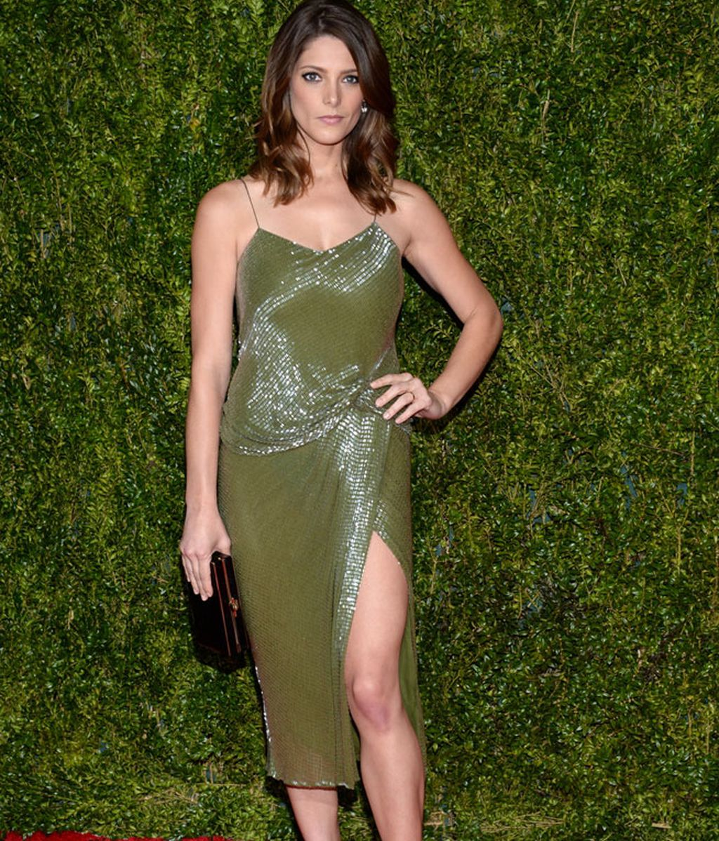 Ashley Greene de verde y negro del diseñador Jason Wu
