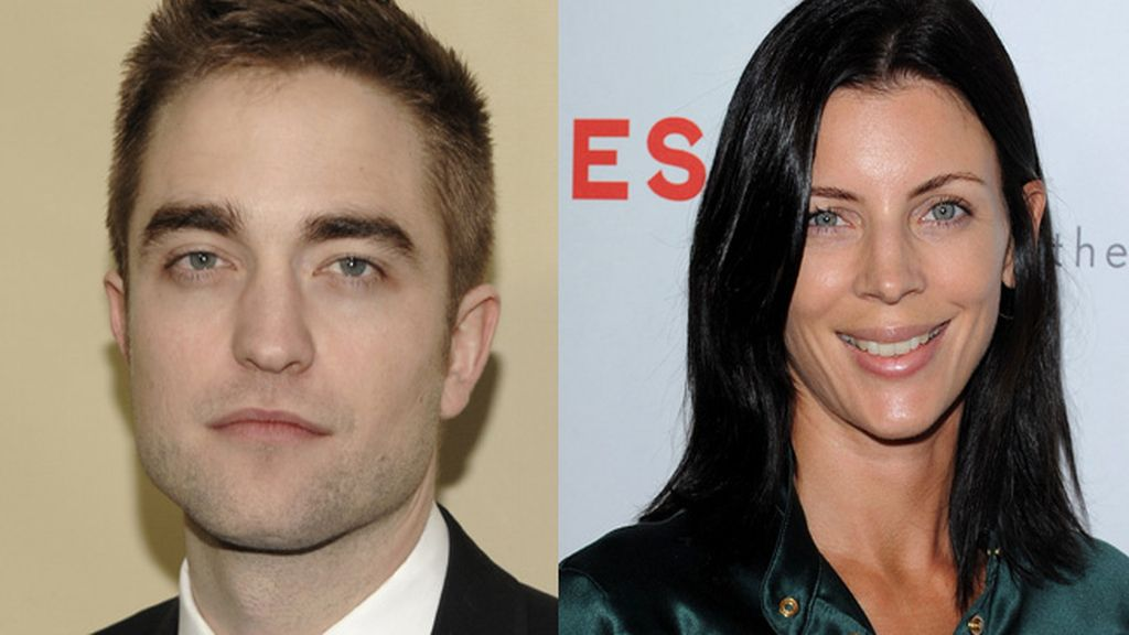 Robert Pattinson consuela a Liberty Ross