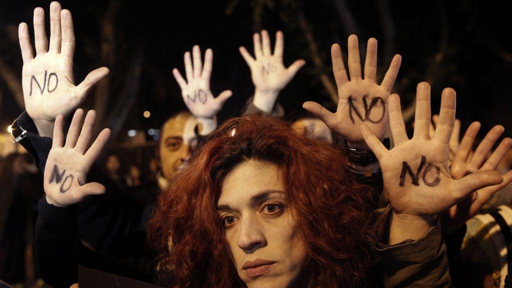 Cientos de personas salen a la calle en Chipre para protestar contra las condiciones del rescate de Bruselas