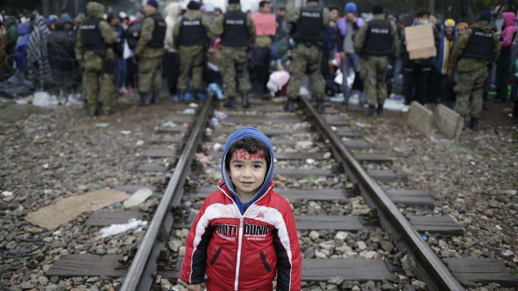 Los refugiados siguen a la espera de un tren que lo saque de Grecia
